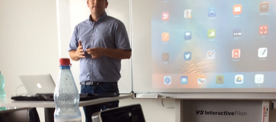 Education Trainer, Herr Andreas Hofmann, an der WES